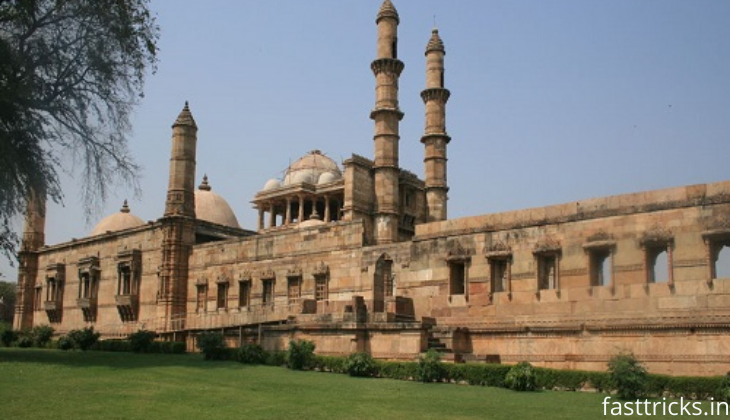 Reach Champaner Fort in India